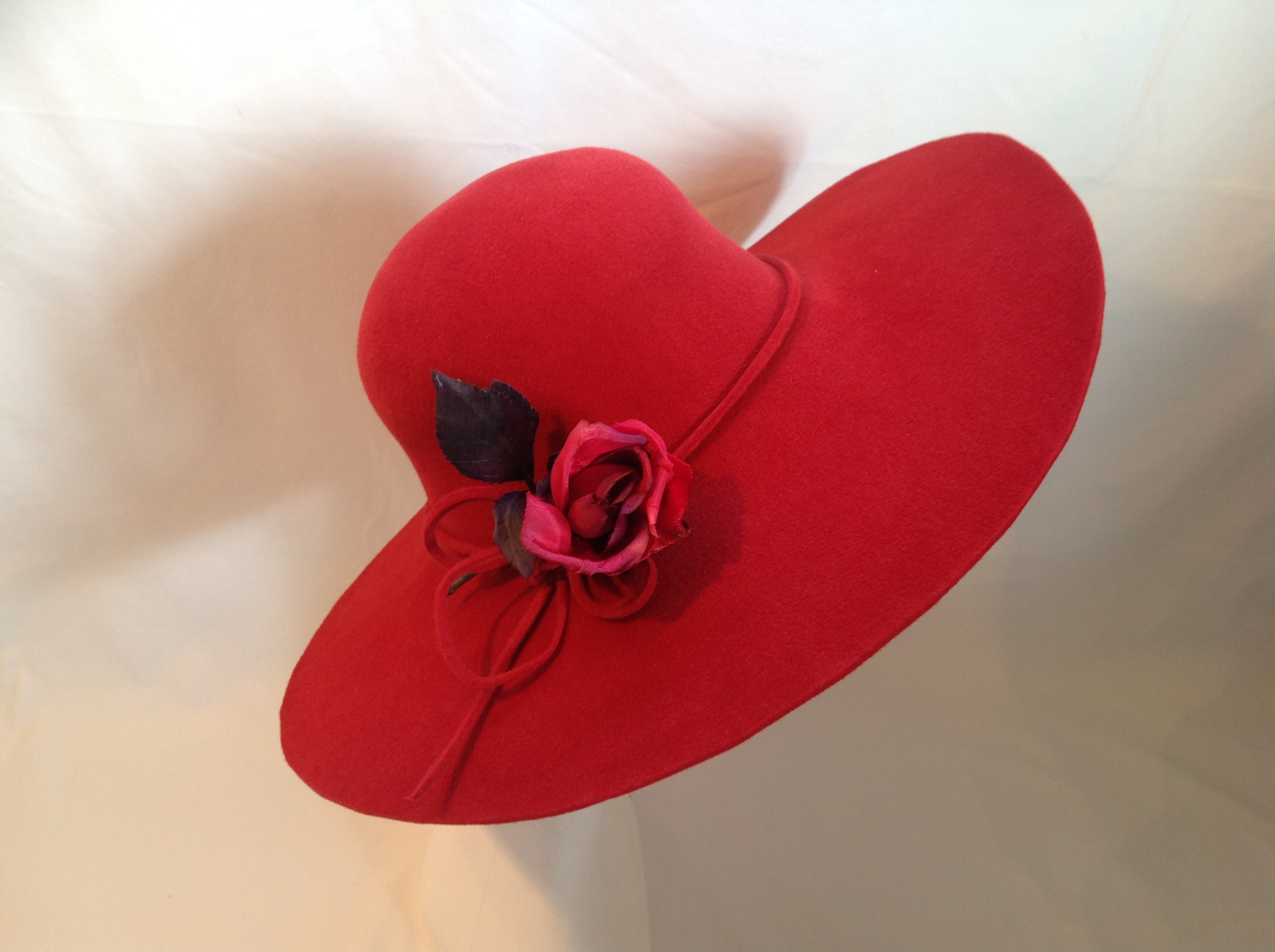 Red Wide Brim Rose